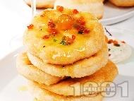 Рецепта Пухкави мекици с яйца, кисело мляко и мая